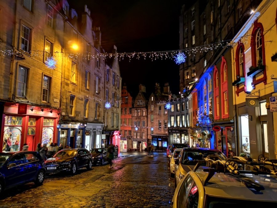 Victoria Street in Edinburgh old town by night